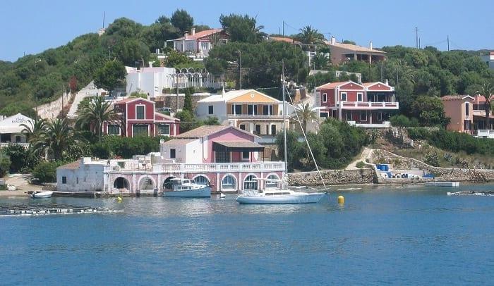 Navegar por Menorca es una opción atractiva y diferente.