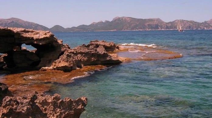 Playa de S'Illot, una buena opción para navegar por Mallorca