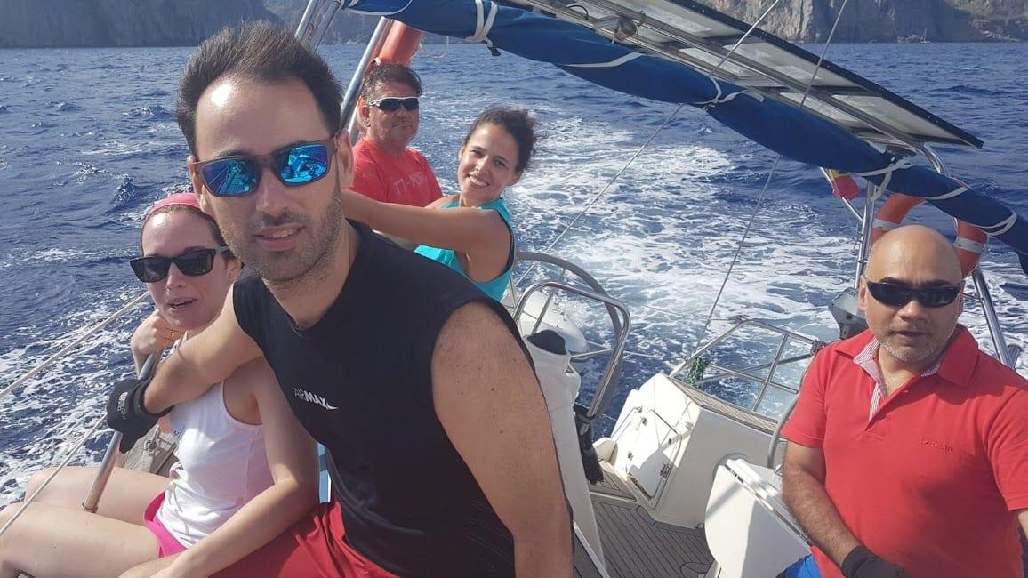 navegando de ceñida en mallorca