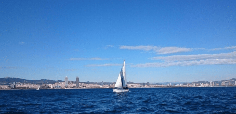We offer Sailing experiences in Barcelona