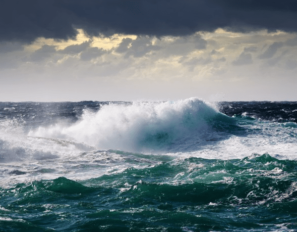 ola en el mediterraneo